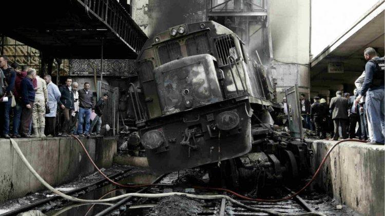 النيابة المصرية تأمر بإحتجاز سائق الجرار في حادثة قطار محطة مصر برمسيس