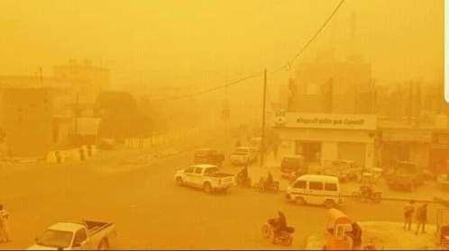 بشكل مفاجئ عاصفة رملية تجتاح مدينة مأرب