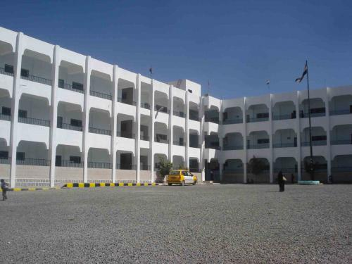 بعد منحها للمعلمين.. مليشيا الحوثي في ذمار تعترف بتصرفها في المنحة المقدمة للمعلمين