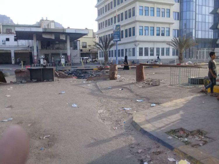 """عدن.. تواصل الاحتجاجات الغاضبة على خلفية مقتل الشاب """"رأفت دنبع"""""""