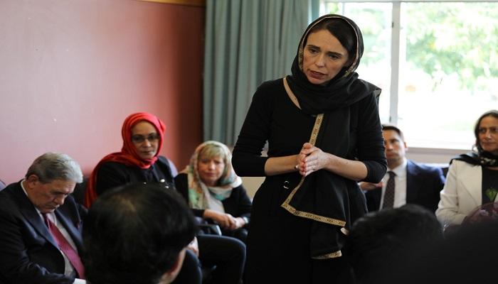 شاهد بالصور.. رئيسة وزراء نيوزيلندا ترتدي الحجاب احتراما لأسر الضحايا