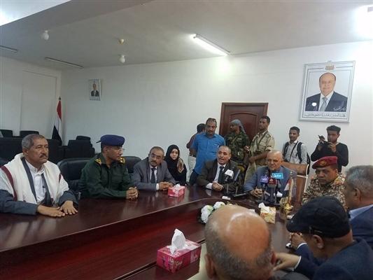 بعد وصوله إلى تعز.. محافظ المحافظة: لست مع حزب أو جماعة وسنعمل مع  الجميع من أجل تعز