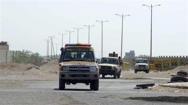 بعد منع لوليسغارد من زيارة ميناء الحديدة.. الحوثيون يقصفون مقر لجنة إعادة الانتشار ويمنعون 4 سفن من دخول الميناء