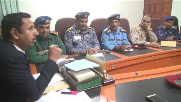 شبوة : اللجنة الأمنية تؤكد رفضها وجود أي قوة أو تشكيلات عسكرية خارج إطار مؤسساتها النظامية.