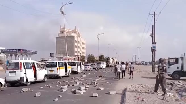 """مقتل """"ماجد الدوابيا"""" تعذيباً في سجون الإمارات يجدد الاحتجاجات الشعبية ضدها في عدن"""