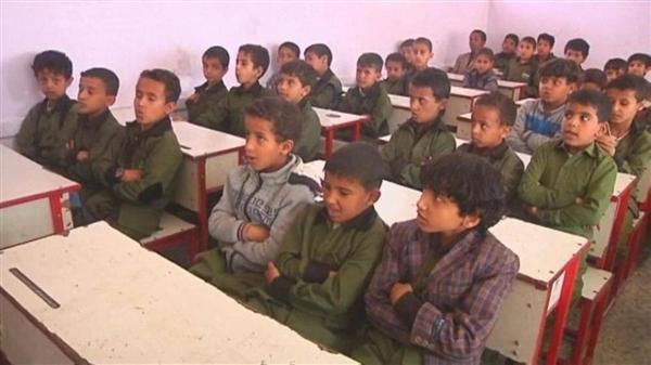 بسبب تجنيدها الإجباري وجرائمها.. مليشيا الحوثي تحرم مليوني طالب يمني من مواصلة تعليمهم