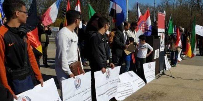 إحتجاجا على الصمت الدولي تجاه الجرائم في حجور.. الإتحاد العالمي للجاليات اليمنية ينفذ وقفة بجنيف