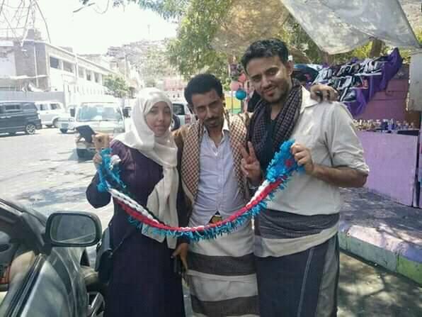 """فضيحة جديدة لضباط أمن في عدن والسبب خلاف بين فتاتين بالفيسبوك! """"صورة"""""""