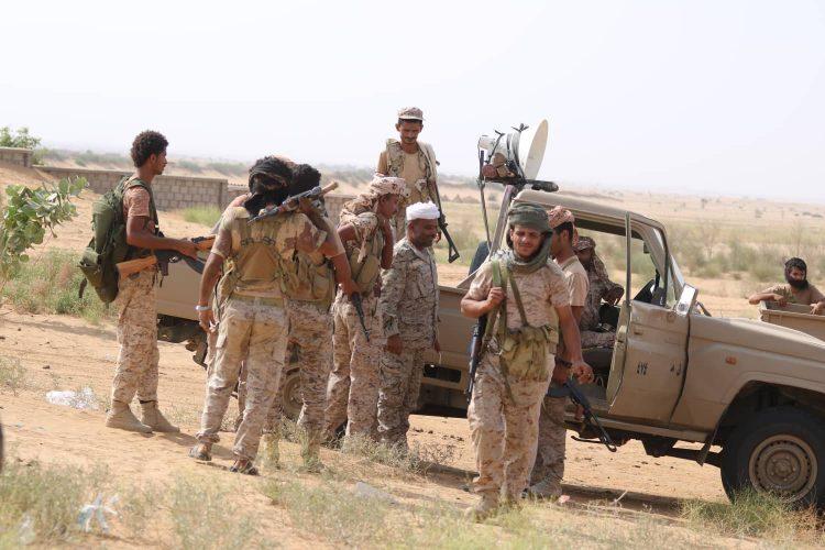 قوات الجيش تأسر 45 حوثيا.. والمليشيا تعدم مواطنا منعها من إدخال مدفعية لحوش منزله في عبس بحجة