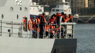 بعد وقف عمليات الإنقاذ في البحر المتوسط.. أوروبا تتخلى عن المهاجرين
