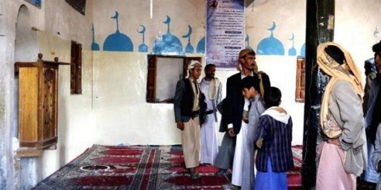 أثارت سخرية كبيرة.. مليشيا الحوثي تعين مجنونا خطيباً لأحد مساجد الحديدة