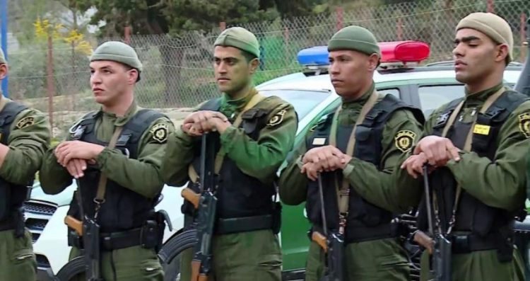 لم يُعرف بعد سبب هذا الانتشار.. الجيش الجزائري يفاجئ الجميع وينتشر بكثافة في العاصمة