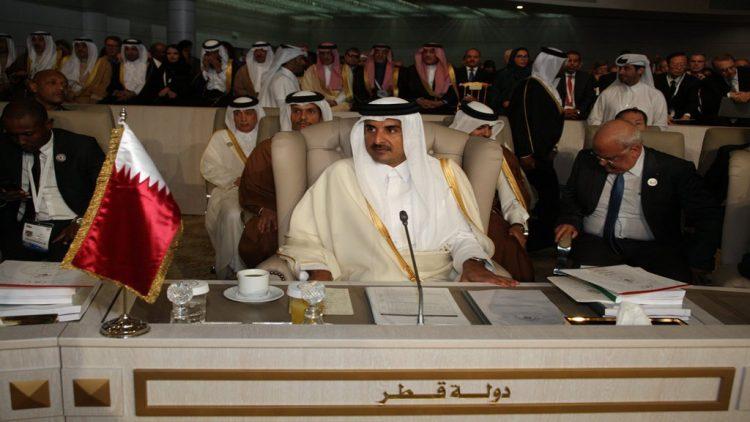 الكشف رسمياً عن اسباب مغادرة امير قطر للقمة العربية في تونس