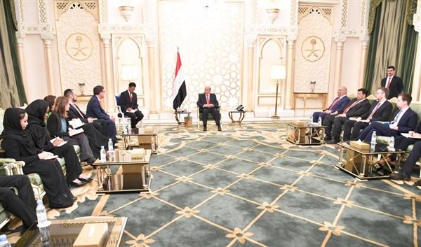 خلال استقباله فريق لجنة العقوبات.. هادي يشيد بجهود اللجنة ويضع أمامهم مجمل الأوضاع في اليمن