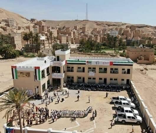 """الامارات تستفز اليمنيين بإستغلالها للمساعدات الإنسانية """"صور"""""""