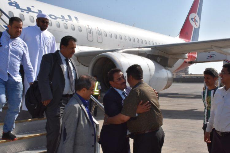 قادما من العاصمة الأردنية عمان.. الجبواني يعود إلى العاصمة المؤقتة عدن