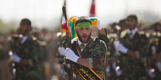 """أمريكا تصنف """"الثوري"""" الإيراني منطمة إرهابية واليمن ترحب"""