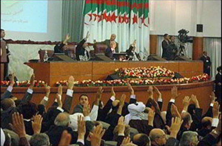 """بعد إعلانه رسميا عن انتهاء عهد"""" بوتفليقه"""".. البرلمان الجزائري يختار رئيس مؤقت للجزائر"""