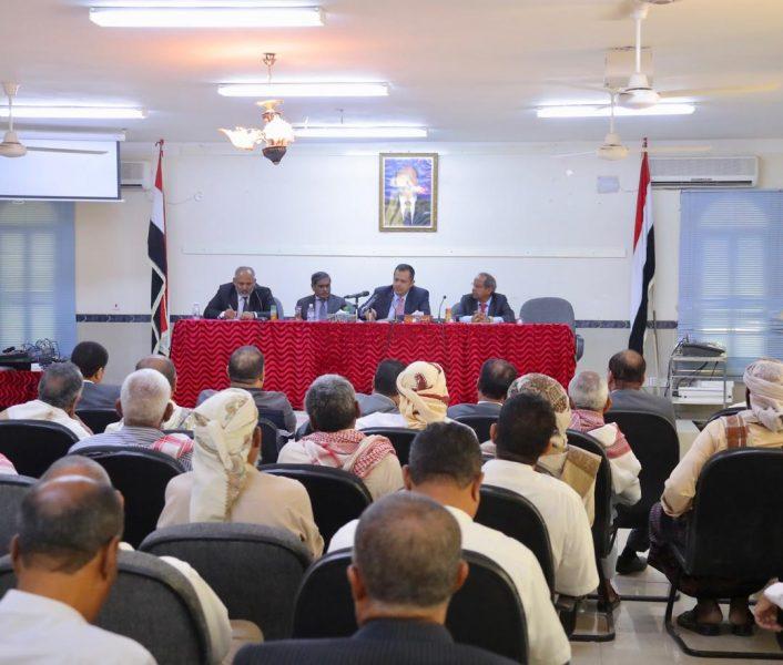 حضرموت: رئيس مجلس الوزراء يرأس اجتماعاً لقيادة السلطة المحلية والتنفيذية بالوادي والصحراء
