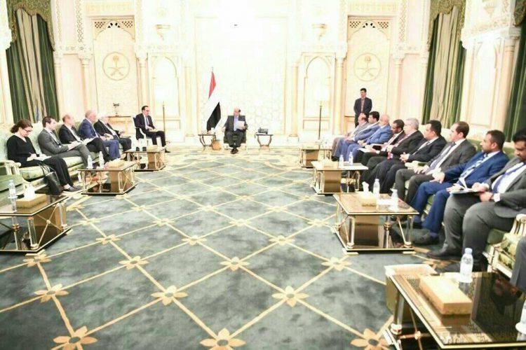 رئيس الجمهورية ورئيس البرلمان اليمني يلتقون المبعوث الأممي