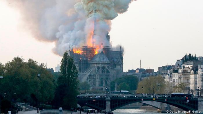 حريق كاتدرائية نوتردام .. ليس هناك ما يشير بشكل إلى أن الحريق متعمد
