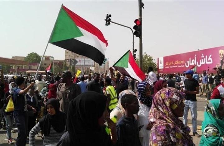 """تحت شعار """"العدالة أولا"""".. آلاف السودانيين يطالبون بمحاسبة المتورطين في فض اعتصام الخرطوم"""
