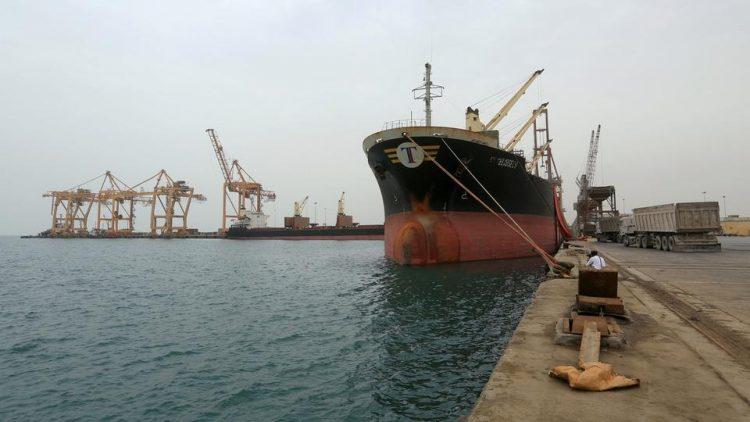 انقلاب سفينة تابعة للأمم المتحدة أثناء تفريغ حمولتها في ميناء الحديدة