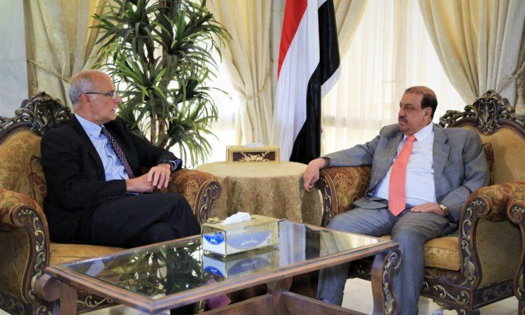 خلال لقائه السفير البريطاني.. رئيس مجلس النواب يؤكد عمل المجلس على استعادة الدولة ومؤسساتها