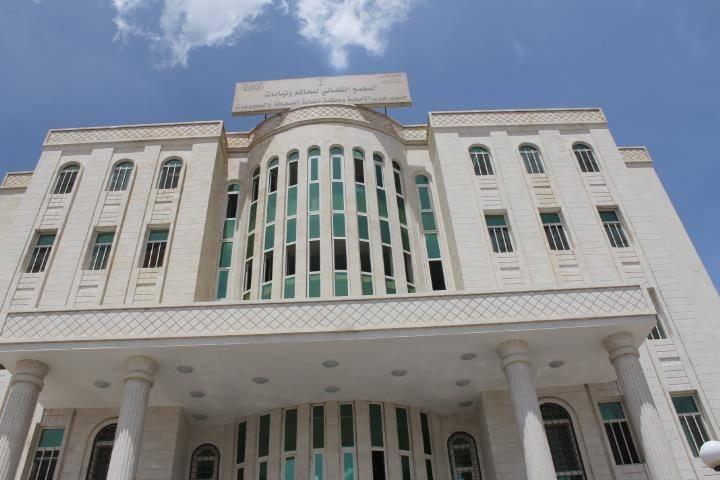"""مليشيا الحوثي تشرع بمحاكمة أكثر من 65 مختطف في صنعاء بتهمة """"ممارسة الدعارة"""""""