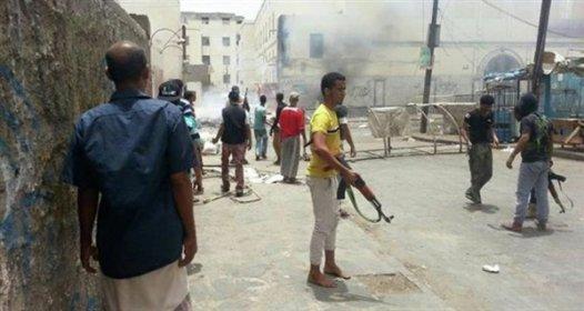 مقتل وجرح مدنيين في اشتباكات بين مسلحين وسط سوق شعبي في عدن
