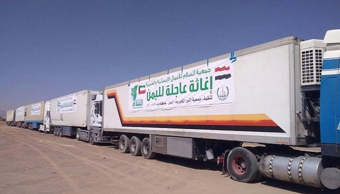 مليشيا الحوثي تواصل احتجاز 189 شاحنة محملة بالمساعدات الإغاثية في إب