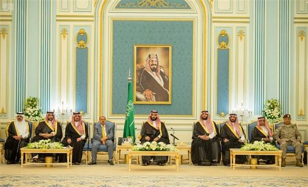 ولي العهد السعودي بن سلمان يستقبل رئيس وأعضاء مجلس النواب اليمني