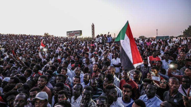 جيش السودان والجزائر.. هل يقبلون تسليم الحكم لسلطة مدنية