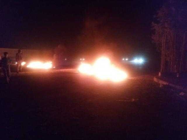عدن.. محتجون يقطعون الشوارع قبل قليل