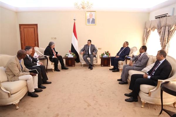 رئيس الوزراء يستنكر الصمت الأممي تجاه الإستخدام الحوثي السيئ للوضع الإنساني