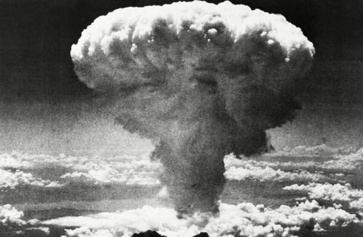 بينها رجل نجا من قنبلتين ذريتين.. إليك أكثر المصادفات الغريبة عبر التاريخ