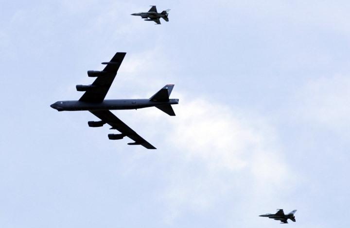 """بعد الترسانة العسكرية الموجودة فيه.. أمريكا تعلن عن ارسال قاذفات من طراز """"بي 52"""" إلى الخليج لهذا السبب!"""