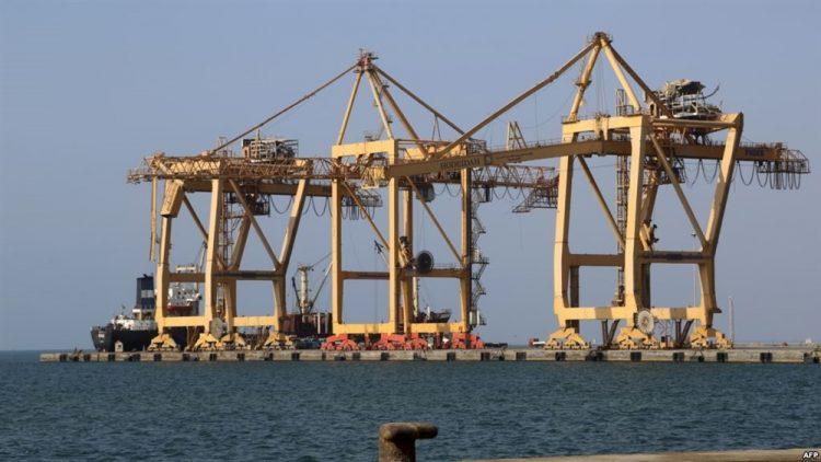 الفريق الحكومي يعلن التوصل لاتفاق بشأن آلية انسحاب الحوثيين من موانئ الحديدة الثلاثة