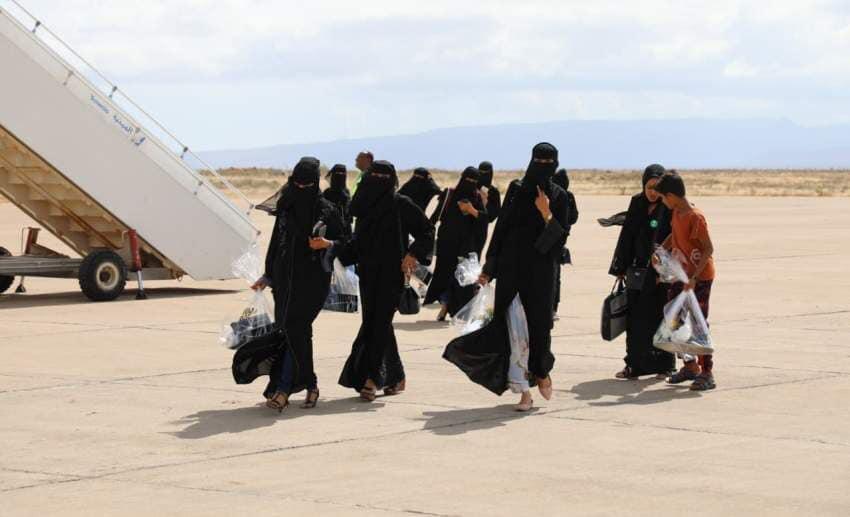 """ضمن مساعيها للسيطرة على الجزيرة.. وصول 40 امرأة سقطرية تم تجنيدهن في الامارات """"صور"""""""