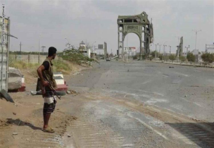 مليشيا الحوثي تهاجم مواقع الجيش بالحديدة تزامناً مع إعلان المبعوث الأممي إنسحابهم من الموانئ