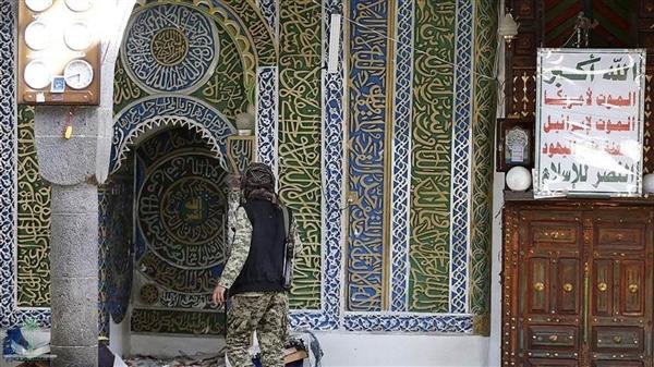 مليشيا الحوثي تقتحم مسجداً في إب وتمنع الصلاة فيه وتُقيم جلسة مقيل للقات