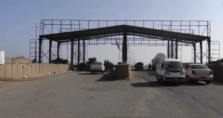 الحزام الأمني المدعوم من الامارات يفرض جبايات غير قانونية على شاحنات تجارية في مداخل عدن