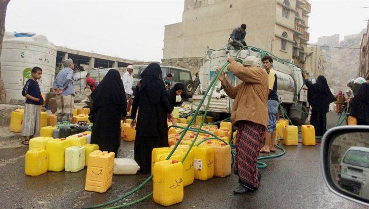 سلطة تعز المحلية تقر إجراءات عقابية للحد من ارتفاع أسعار المياه في المدينة