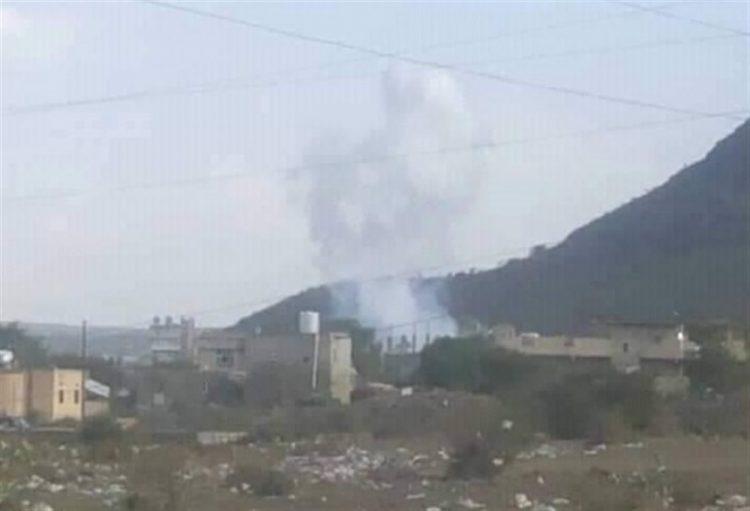 """مليشيا الحوثي تقصف """"قعطبة"""" في الضالع ومقتل وإصابة 4 مدنيين خلال القصف"""