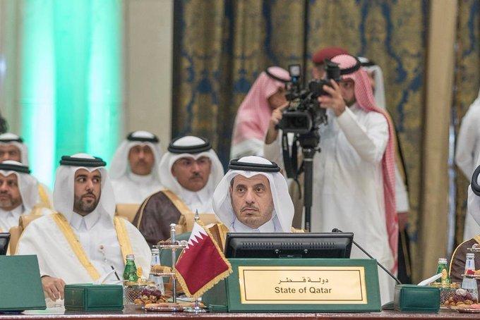 رئيس الوزراء القطري يمثل بلاده نيابة عن الأمير تميم في قمة مكة المكرمة
