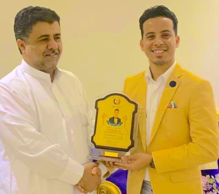 رئيس الائتلاف الجنوبي الشيخ احمد العيسي يكرم الفنان الموهوب عمر ياسين