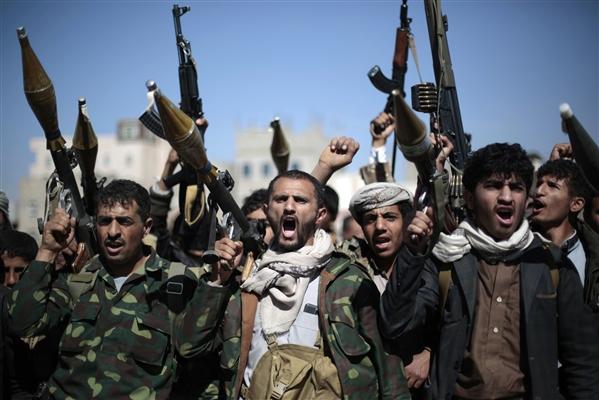 مليشيا الحوثي تشن حملة اختطافات واسعة في مناطق سيطرتها وتمنع المواطنين من أداء صلاة العيد