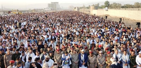 الأف اليمنيين يؤدون صلاة العيد في محافظتي مأرب وتعز وعدد من المحافظات المحررة