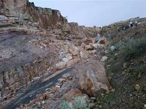 خط تعز – عدن يتوقف عن العمل بسبب تساقط صخور كبيرة