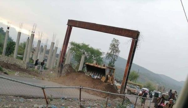 لليوم الثاني.. مليشيا تابعة لأبو العباس المدعوم إماراتيا تغلق المنفذ الوحيد لمدينة تعز